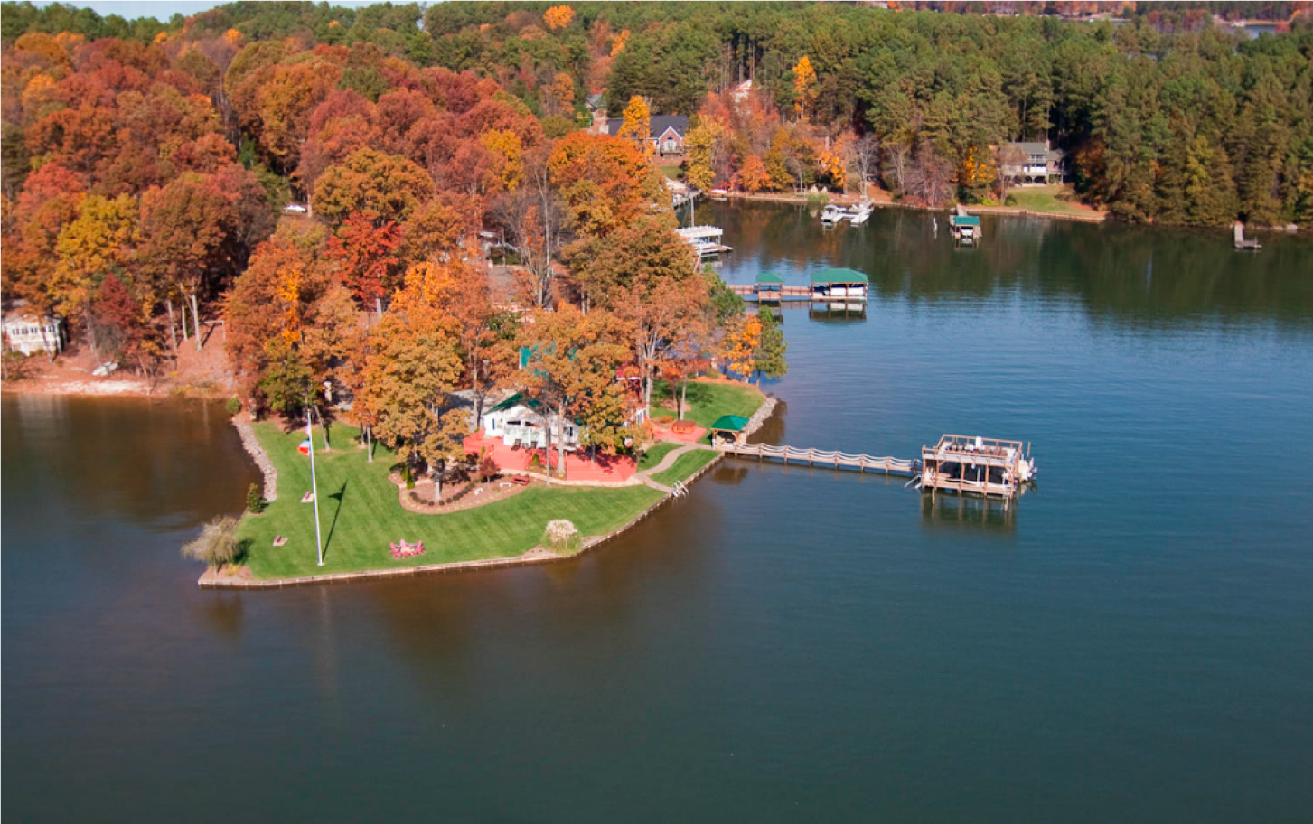Another spectacular Luxury Lakefront SkyBlue Vacation Property